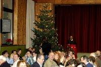 Vorstand Josef Huber begr��te die G�ste zum Adventskonzert in Urlau