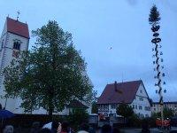 2014-04-30-Maibaumstellen in Urlau